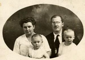 семейство Тагамлицки (бебето Ярослав е отляво), 1918 г.?