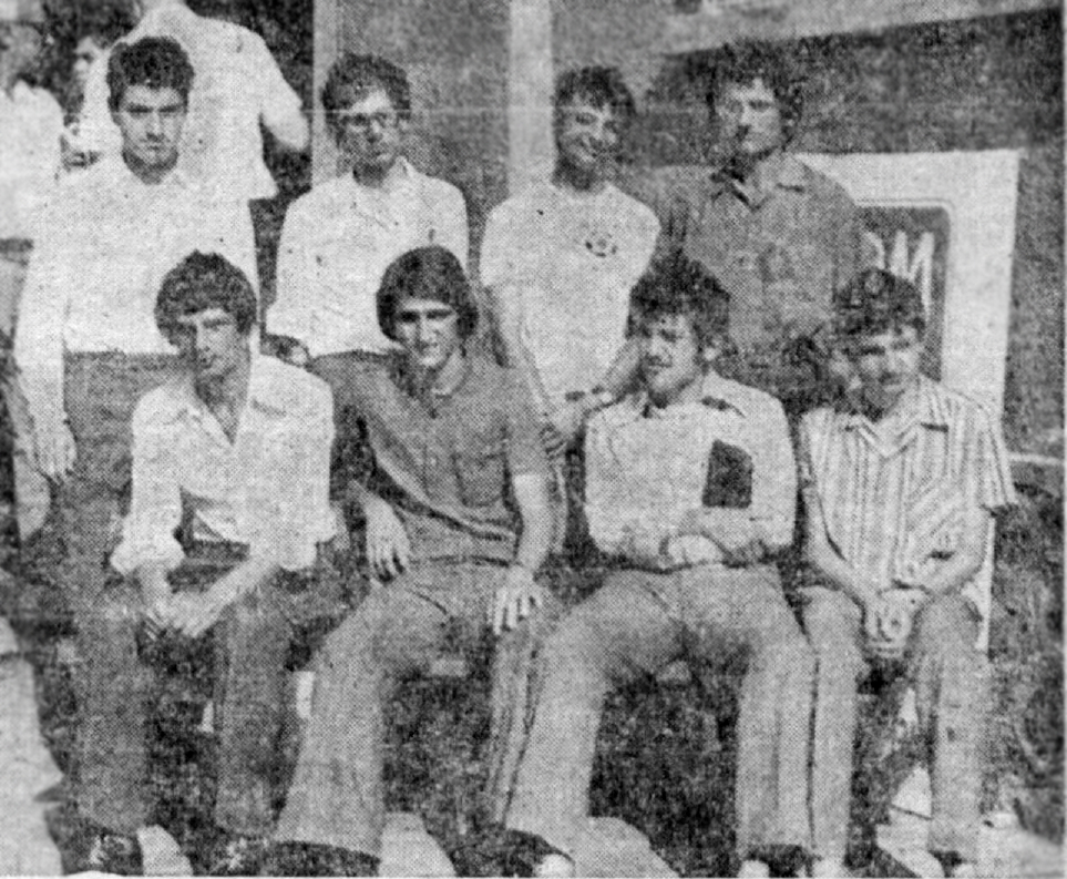седнали (отляво на дясно) - Людмил, Красимир, Дамян, Георги. Прави - Дико, Веселин, Костадин, Цанко